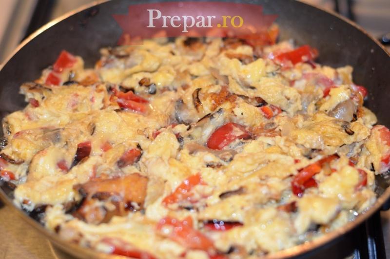 Foto 10 - Omleta cu ciuperci, ardei si ceapa