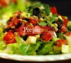 Foto 1 - Salata cu legume, oua si carne