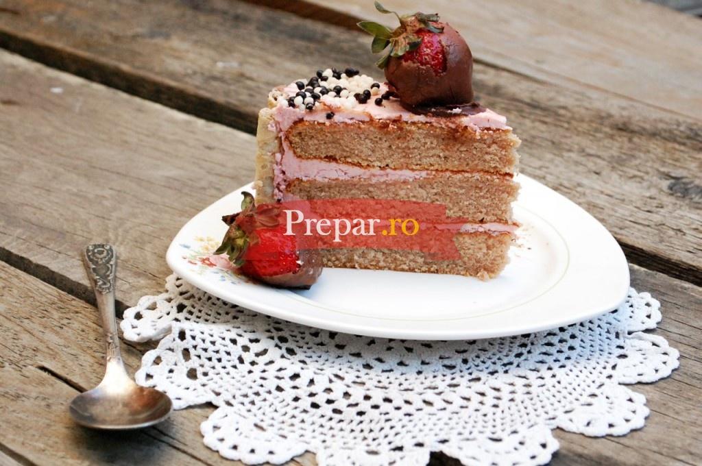 Foto 1 - Tort cu crema de capsuni