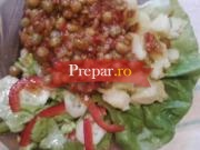 Mazare cu garnitura de cartofi si salata