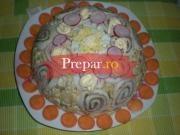Salata rusa cu ton si rulada cu sunca