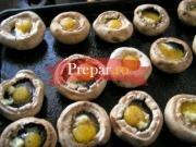 Ciuperci cu oua ochiuri si sos alb la cuptor