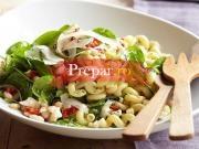 Spaghete cu branza si salata verde
