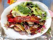 Salata de cartofi cu  ridichi si branza Roquefort