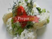 Salata de legume, verdeturi si maioneza de cartofi