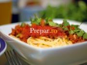 Spaghete cu piept de pui si sos de rosii
