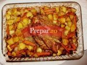 Carne de porc la tava cu legume