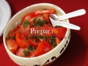 Salata de castraveti cu rosii si ceapa