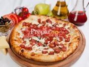 Pizza cu carnaciori