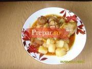 Mancarica de cartofi cu carne de pui si carnaciori