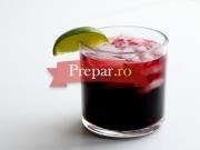 Cocktail cu vin rosu si visinata