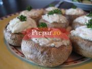 Ciuperci umplute cu branza si cartofi la cuptor