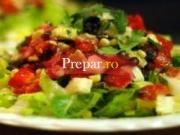 Salata cu legume, oua si carne