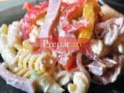 Salata cu paste si sunca din piept de pui