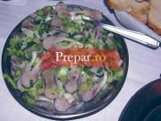 Salata de scrumbii sarate cu ceapa